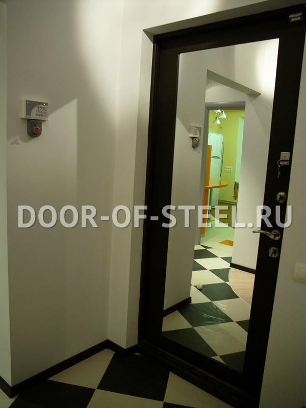 установка зеркал на входную дверь