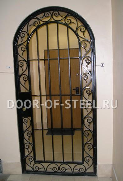 металлическая решетчатая арочная дверь