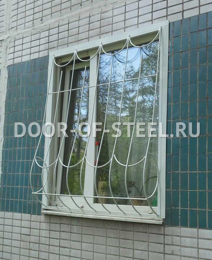 металлические двери и решетки на окна в клину